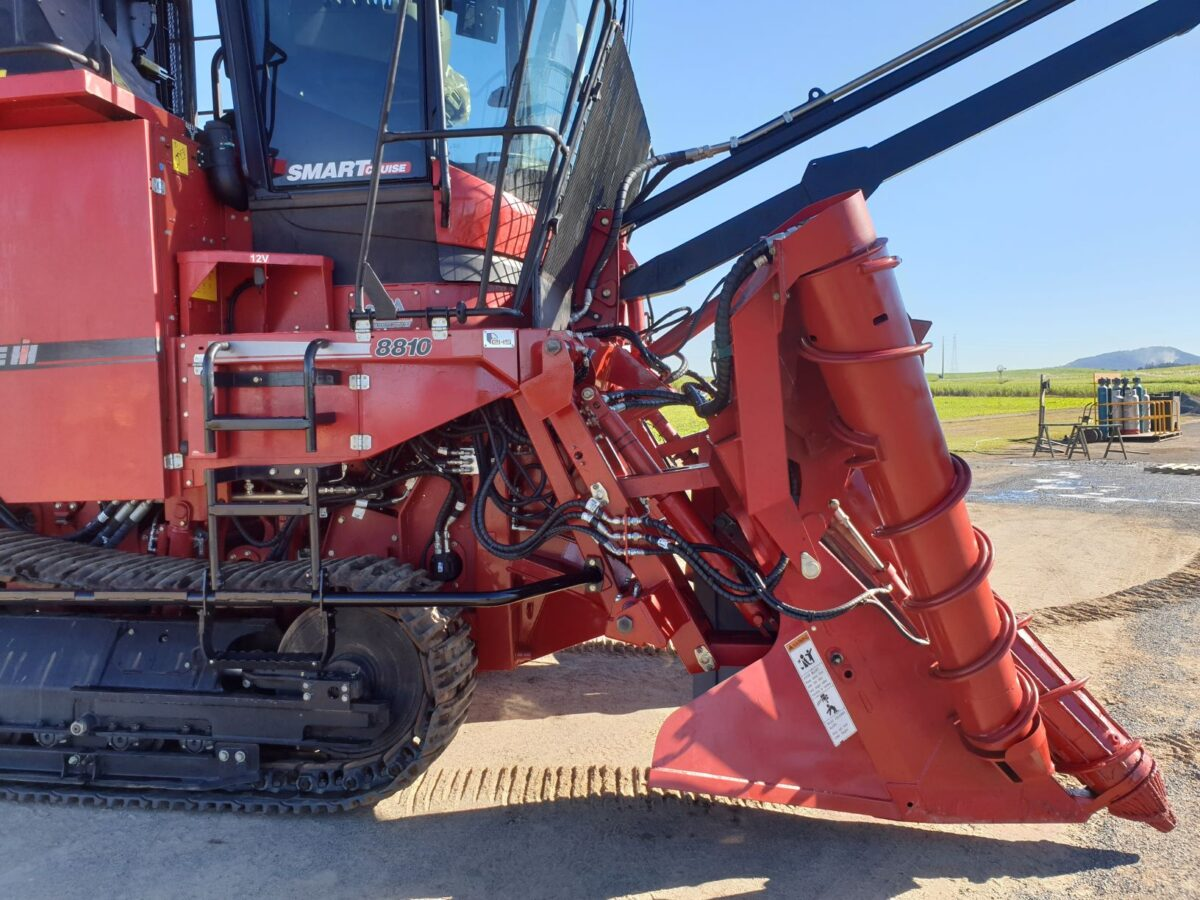 Case IH Adjustable Side Shift Crop Dividers